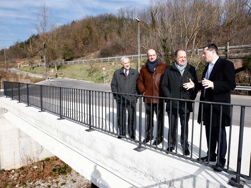 Foto 1 : <p>Inauguren el nou vial d&rsquo;acc&eacute;s al pol&iacute;gon industrial de Cal Gat (Sant Joan de les Abadesses)</p>