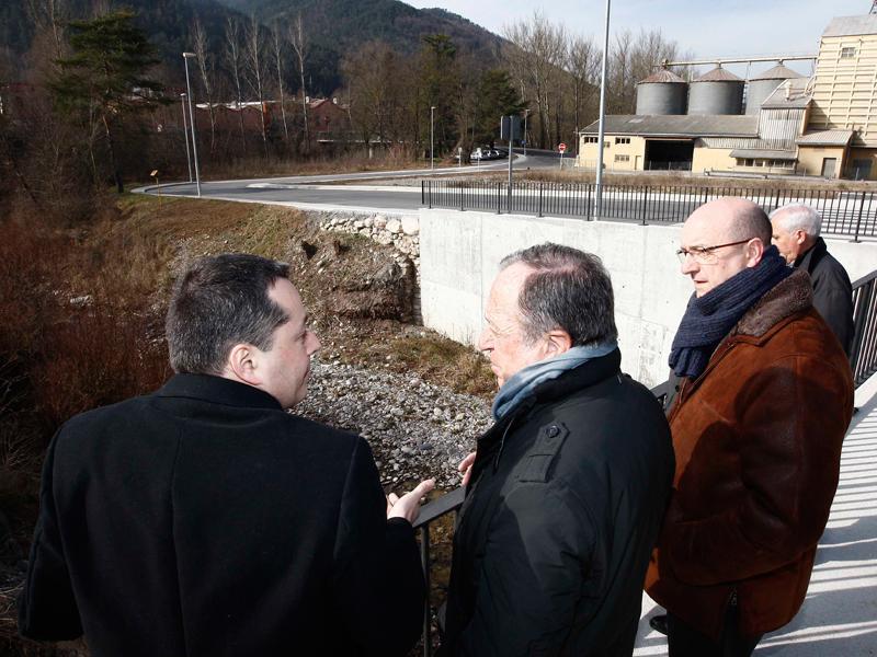 Foto 2 : <p>Inauguren el nou vial d&rsquo;acc&eacute;s al pol&iacute;gon industrial de Cal Gat (Sant Joan de les Abadesses)</p>