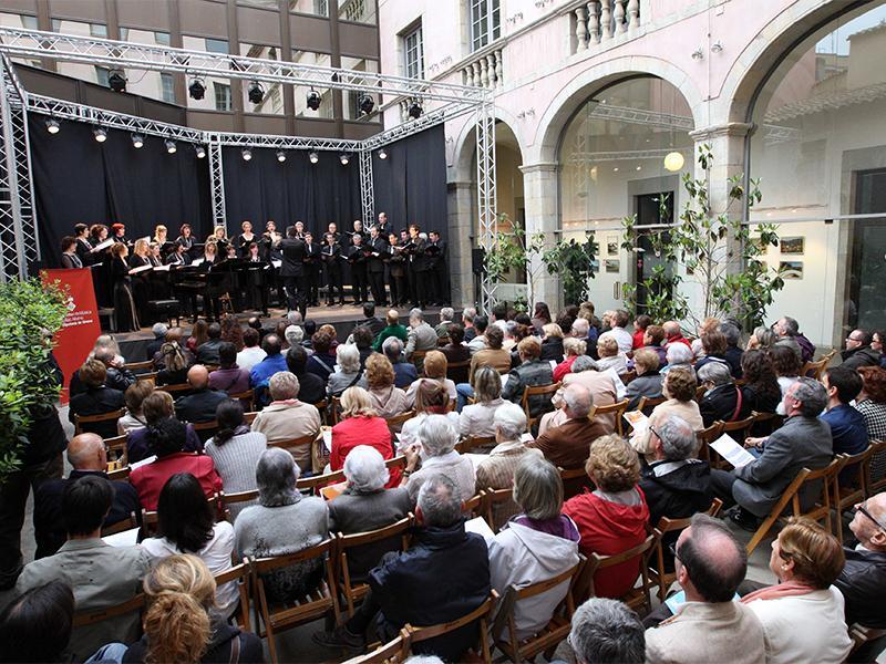 Foto 1 : <p>La Diputaci&oacute; de Girona participa al Temps de Flors amb el Pati Cultural i amb una exposici&oacute; col&middot;lectiva</p>