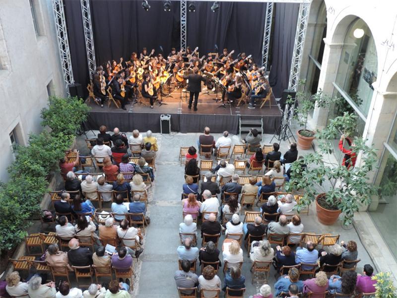 Foto 2 : <p>La Diputaci&oacute; de Girona participa al Temps de Flors amb el Pati Cultural i amb una exposici&oacute; col&middot;lectiva</p>