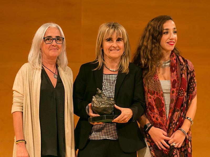 Foto : La Fundació Mona rep el Premi LiVerdPress, que li fa a mans Elisabeth MacCragh, biòloga.