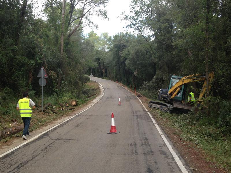 Foto 1 : <p>La Diputaci&oacute; millora la carretera que uneix Banyoles i Vilavenut</p>