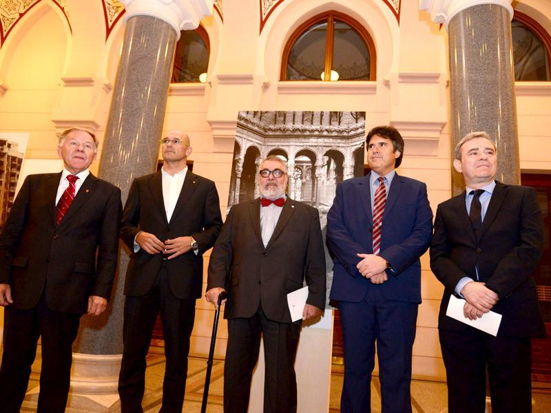 Foto : <p>D'esquerra a dreta:Ivo Komši¿, alcalde de Sarajevo;Raül Romeva, conseller d'Afers Exteriors; Miquel Ruiz, fotoperiodista; Pere Vila, president de la DIputació de Girona iBosco Giménez Soriano, ambaixador espanyol a Bòsnia i Hercegovina.</p>