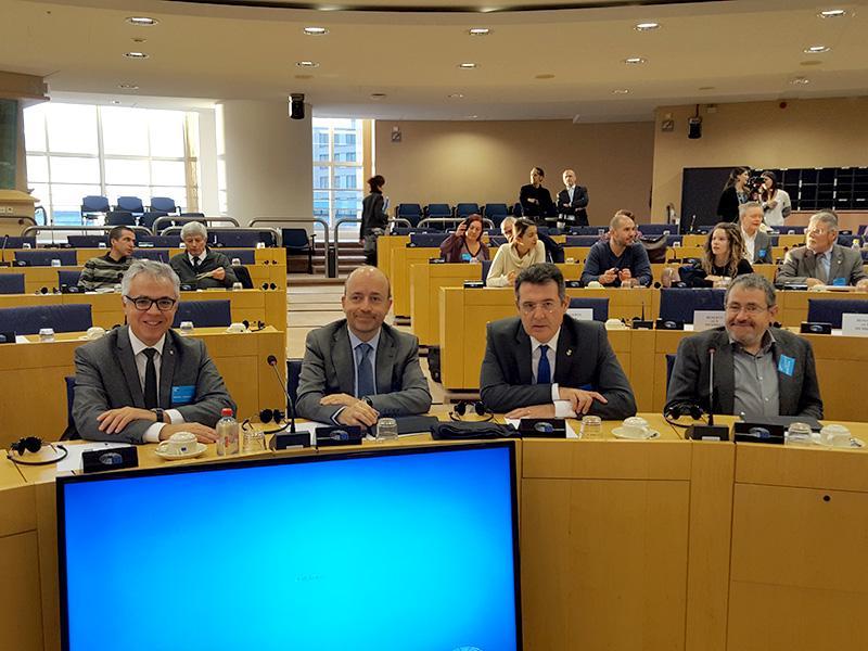 Foto 2 : <p>Tres parcs naturals gironins reben la Carta Europea de Turisme Sostenible al Parlament Europeu, a Brussel&middot;les</p>