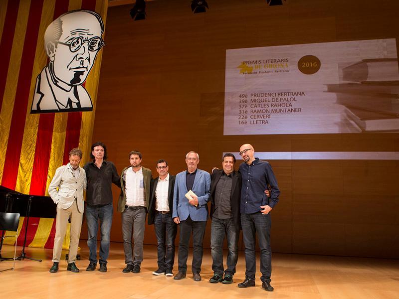Foto 3 : <p>Pere Vila, al lliurament dels Premis Literaris de Girona</p>