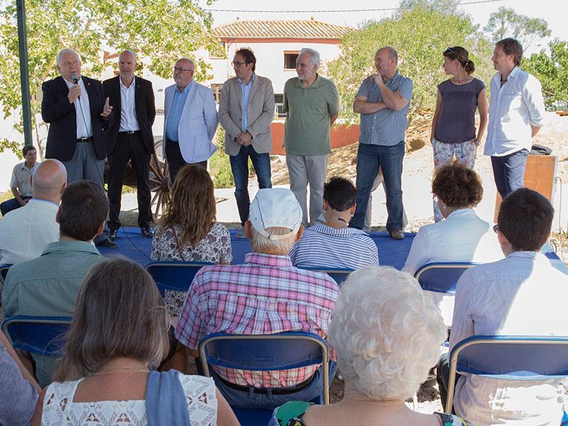 Foto 1 : <p>Ferm&iacute; Santamaria amb el conseller Rull i altres autoritats en la inauguraci&oacute; del Rebost de Can Moragues aquest diumenge. Fotos: Mart&iacute; Artalejo.</p>