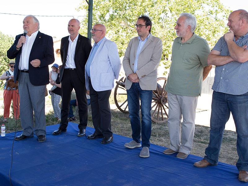 Foto 4: <p>Ferm&iacute; Santamaria assisteix a la inauguraci&oacute; d&rsquo;El Rebost de Can Moragues</p>