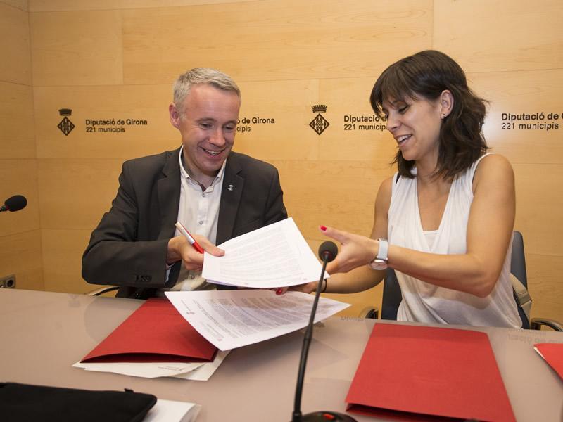 Foto 1 : <p>Signen un conveni per impulsar els projectes culturals en les oficines joves</p>