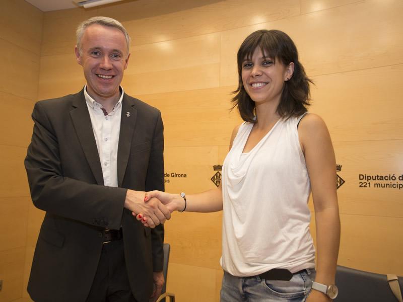 Foto 2 : <p>Signen un conveni per impulsar els projectes culturals en les oficines joves</p>