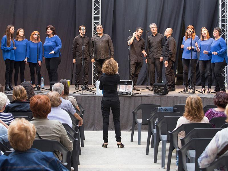 Foto 2 : <p>Els concerts del Pati Cultural, el grup Fusions de Palam&oacute;s i les bandes i Va de guitarres... del conservatori de Girona</p>