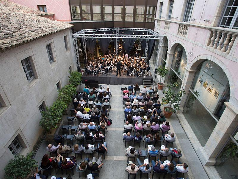Foto 3 : <p>Els concerts del Pati Cultural, bandes i <em>Va de guitarres... </em>del conservatori de Girona</p>
