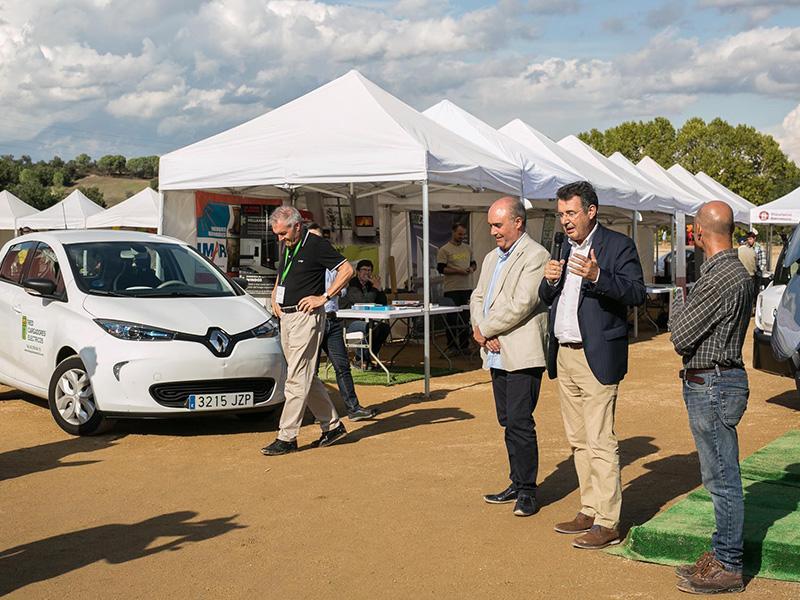 Foto 2 : <p>Inaugurada la primera Fira Mediambiental del Montseny a Riells i Viabrea</p>