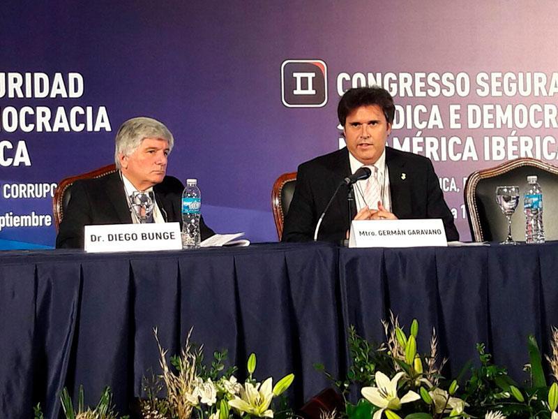 Foto : Pere Vila a la taula presidencial amb altres ponents del Congrés. Foto: Diputació de Girona.
