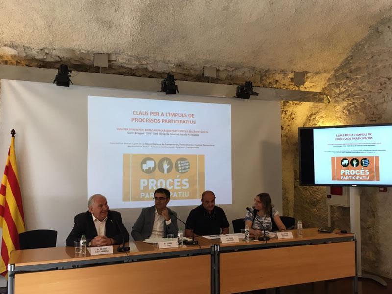 Foto 1 : <p>Ferm&iacute; Santamaria, a la presentaci&oacute; de la &laquo;Guia per dissenyar i executar processos participatius en l&rsquo;&agrave;mbit municipal&raquo;</p>
