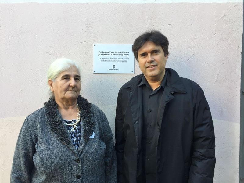 Foto : Munira Subasic i Pere Vila, a Sbrenica