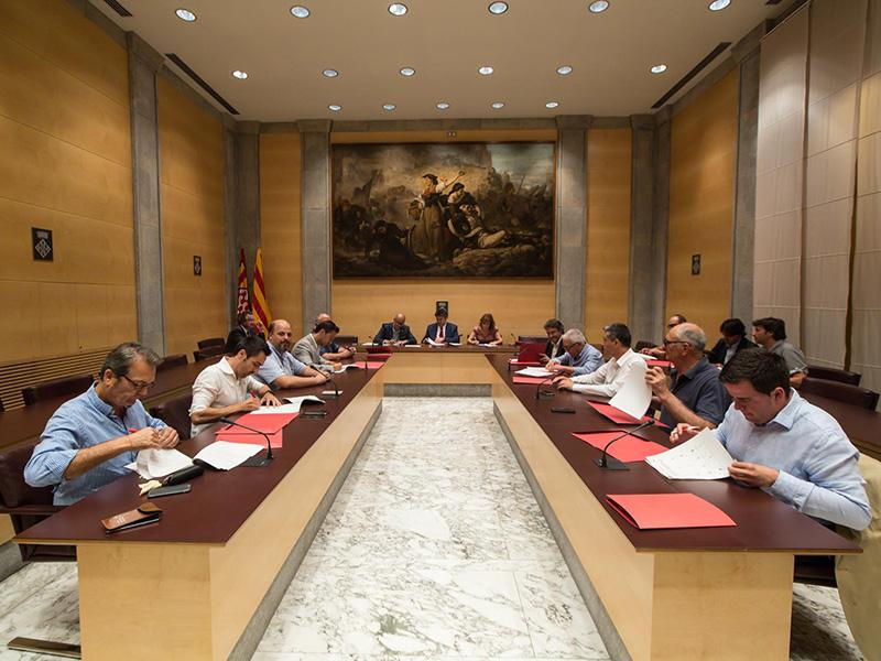 Foto 3 : <p>La Diputaci&oacute; de Girona, el Consorci Vies Verdes i tretze ajuntaments signen un conveni per cofinan&ccedil;ar l&rsquo;ampliaci&oacute; de la Xarxa de Vies Verdes</p>