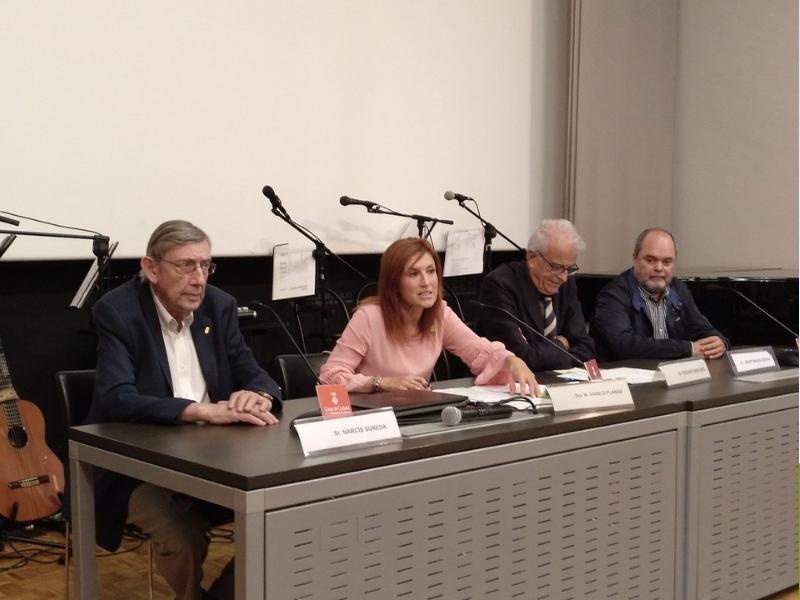 Foto 1 : M. Àngels Planas inaugura el nou curs de les Aules d'Extensió Universitària per a la Gent Gran de Girona<br>