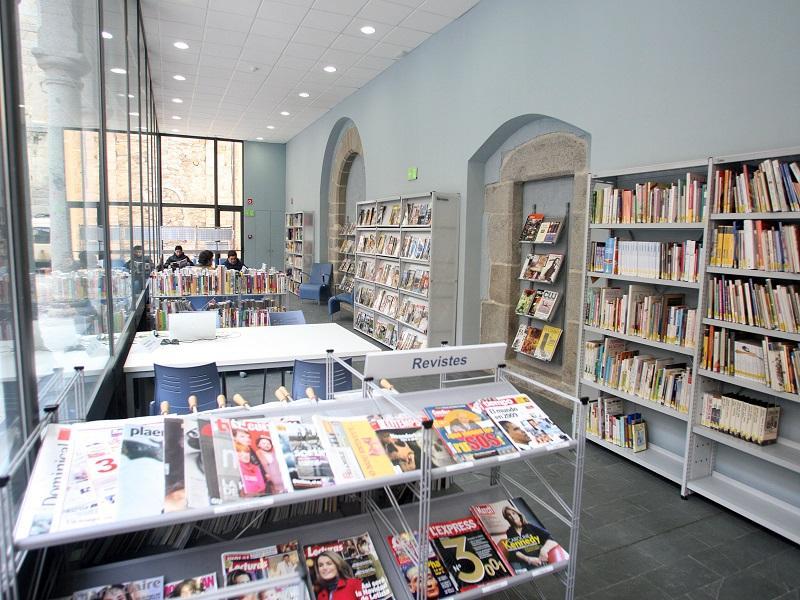 Foto 1 : La Diputació ajuda amb 350.000 euros vuit biblioteques públiques de les comarques gironines