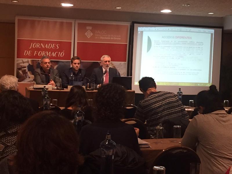 Foto 3 : XALOC du a terme una jornada de formació sobre el dret d'accés a la informació pública i la protecció de dades