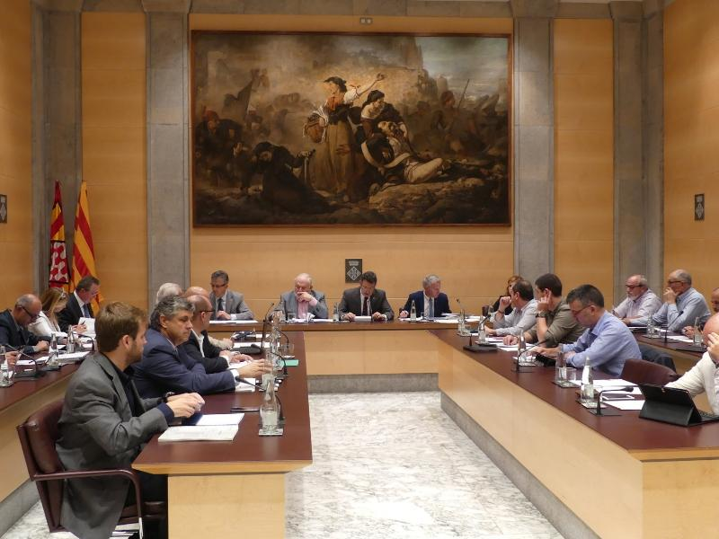 Foto 2 : La Diputació aprova convenis per gestionar el servei d'intervenció especialitzada per a dones que pateixen violència masclista