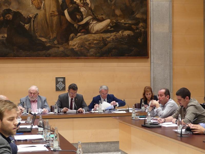 Foto 3 : La Diputació aprova convenis per gestionar el servei d'intervenció especialitzada per a dones que pateixen violència masclista