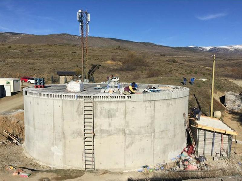 Foto 1 : Construcció del dipòsit de Bolvir. Autor: Ajuntament Bolvir.