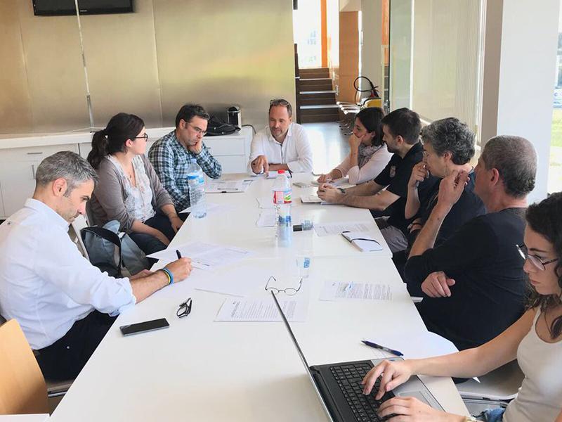 Foto 2 : Foto de treball per definir els continguts del postgrau en innovació a la indústria alimentària de Riudellots. Autoria: Ajuntament de Riudellots.