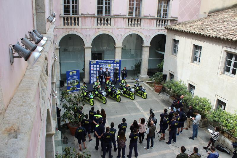 Foto 2 : Presentació de l'equip gironí de motociclisme ETG Racing a la Diputació de Girona