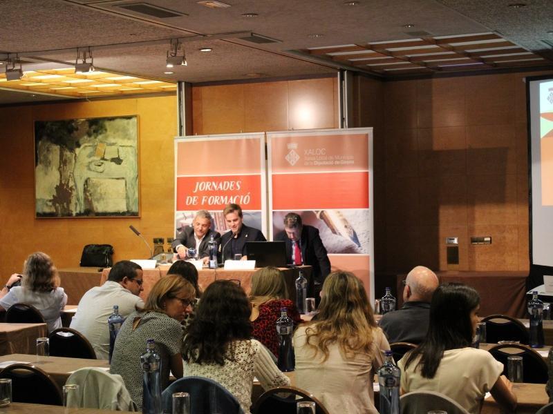 Foto 2 : Jornada de formació de XALOC sobre contractació per a treballadors d'administracions local<br>