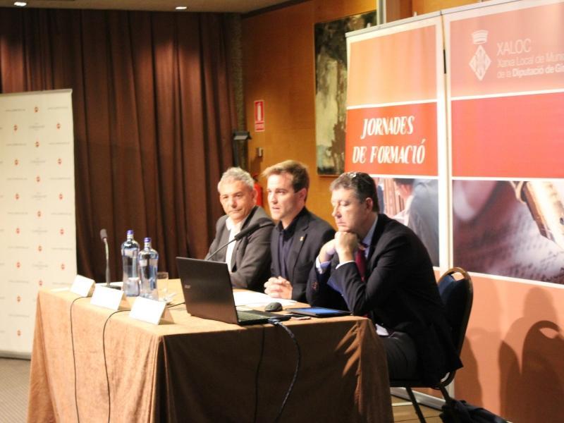 Foto 3 : Jornada de formació de XALOC sobre contractació per a treballadors d'administracions local<br>