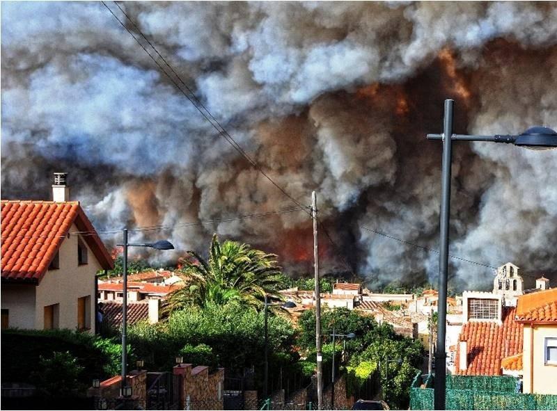 Foto 1 : Incendi d'Agullana del 2012. Autoria: Bombers de la Generalitat<br>