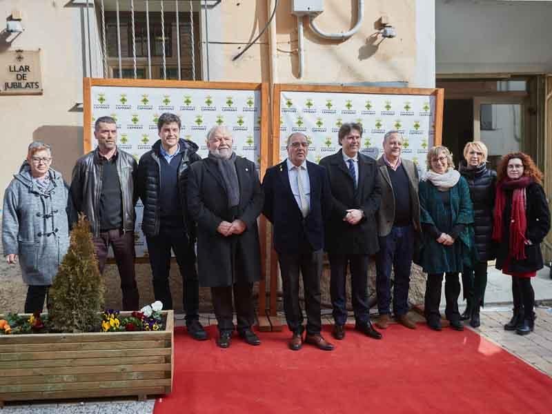 Foto 6: Fermí Santamaria assisteix a la inauguració de les obres de millora del carrer Major de Capmany