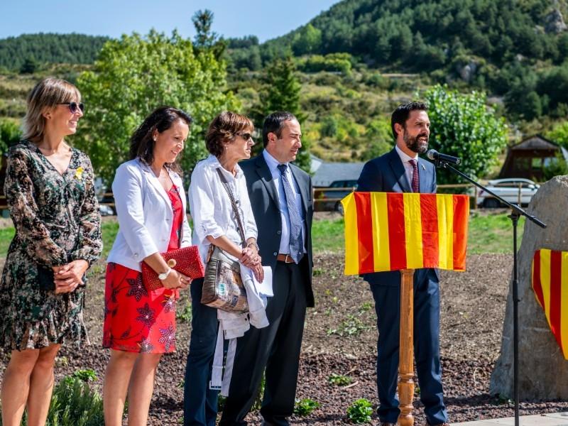 Foto 2 : El vicepresident Piñeira assisteix a la inauguració de la plaça de la República de Das