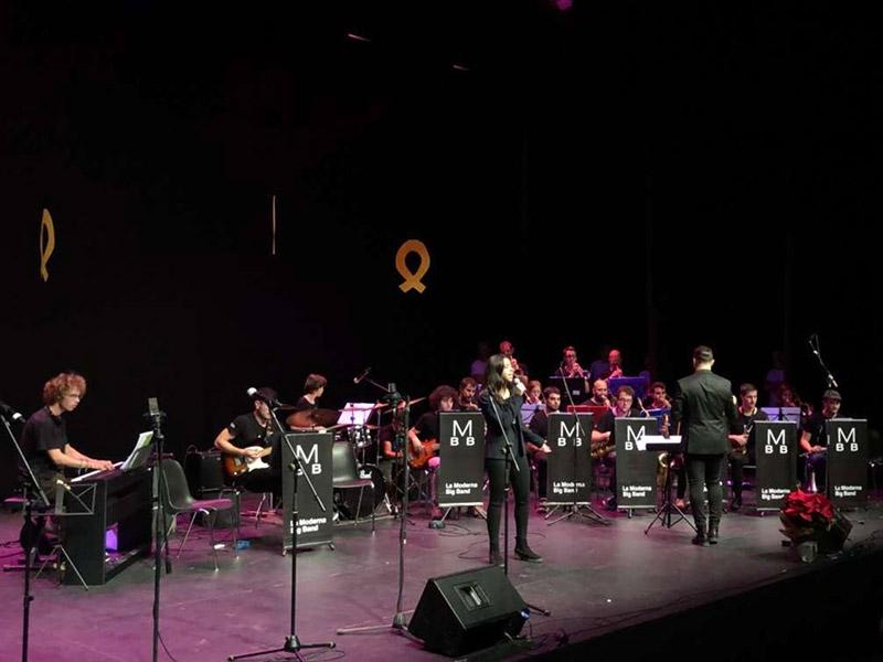 Foto 3 : La programació del Pati Cultural segueix endavant i la música moderna deixa pas a la música infantil amb Jordi i Oriol Tonietti