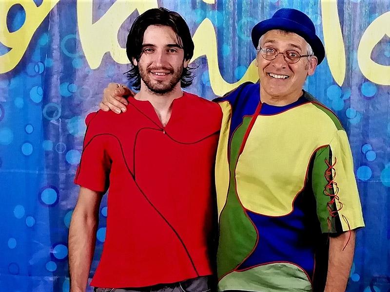 Foto 2 : La programació del Pati Cultural segueix endavant i la música moderna deixa pas a la música infantil amb Jordi i Oriol Tonietti