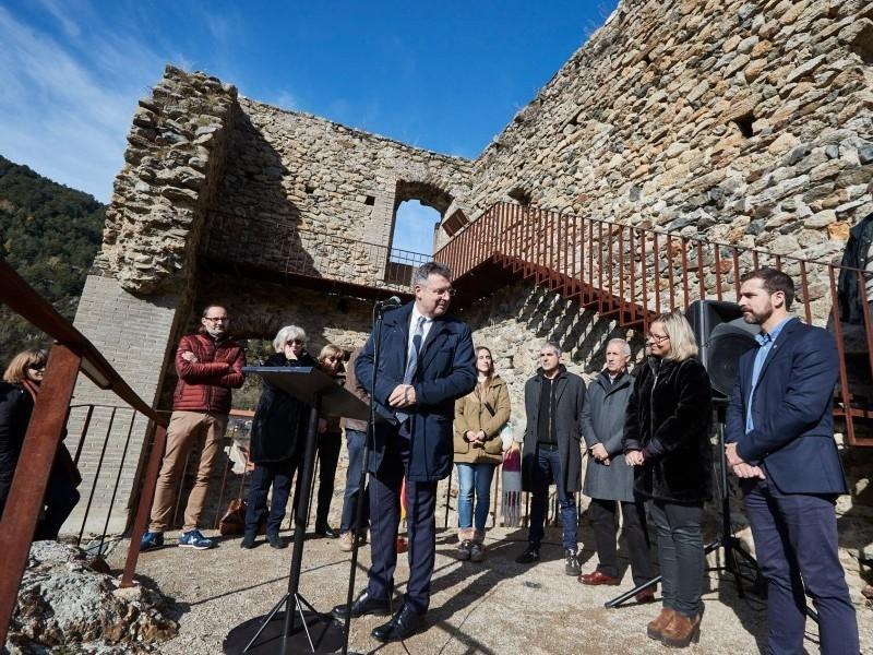 Foto 2 : <p>Inauguraci&oacute; de les obres de restauraci&oacute; del castell de Sant Pere, de Ribes de Freser</p>