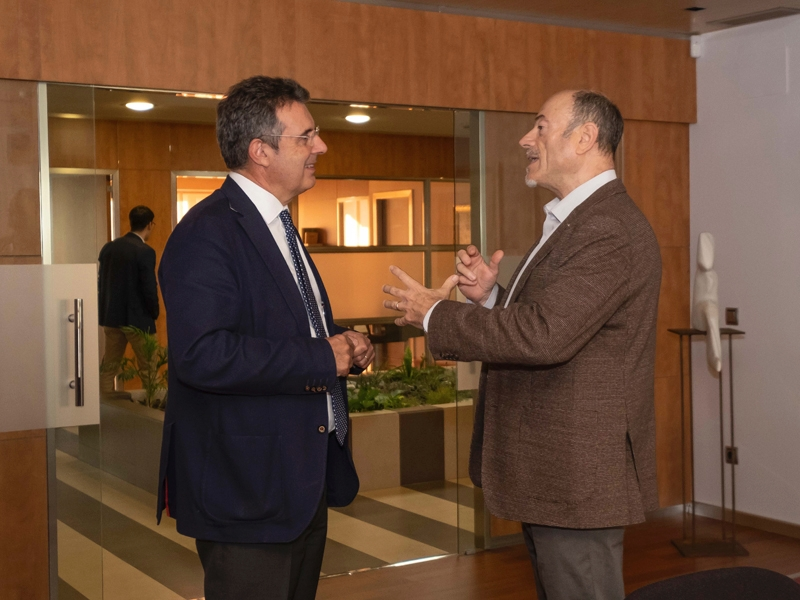 Foto 2 : Visita a la seu del Col·legi Oficial de Metges de Girona<br>