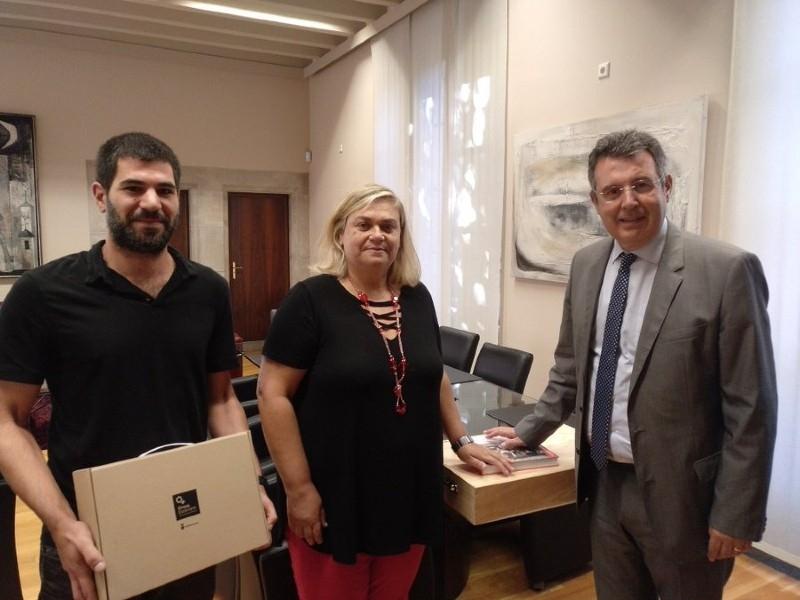 Foto 1 : Lliurament dels premis de la segona edició del Concurs d'Agost de la Diputació de Girona a Twitter<br>