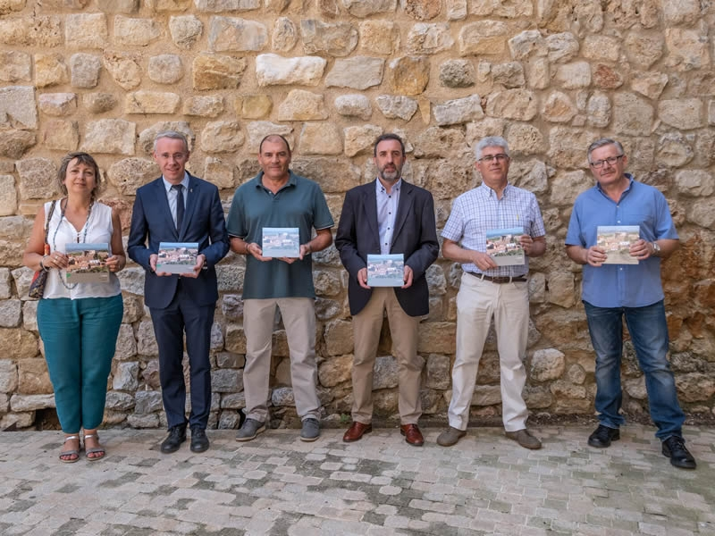 Foto 3 : Presentació d'una nova monografia dels «Quaderns de la Revista de Gironadedicada a Llers<br>