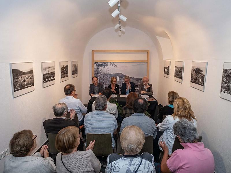 """Foto 2 : Presentació del darrer número de la <span style=""""font-style: italic;"""">Revista de Girona</span> dedicat a Valentí Fargnoli al Museu Etnogràfic d'Amer"""