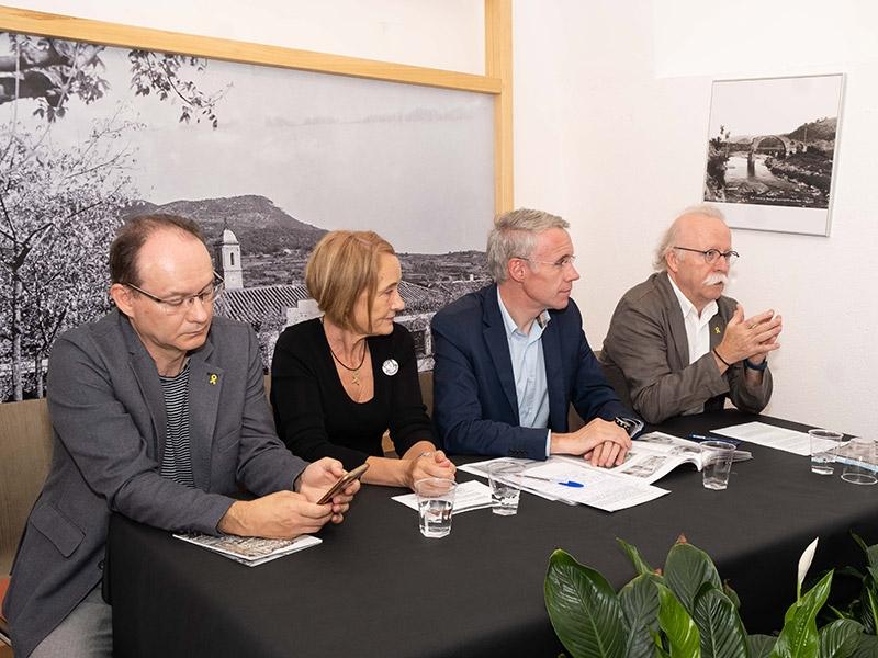 """Foto 3 : Presentació del darrer número de la <span style=""""font-style: italic;"""">Revista de Girona</span> dedicat a Valentí Fargnoli al Museu Etnogràfic d'Amer"""
