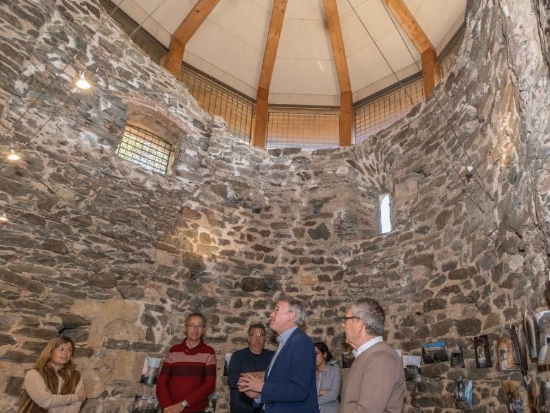 Foto 4: Inaugurada la restauració de l'església vella de Sant Mateu de Vall-llobrega