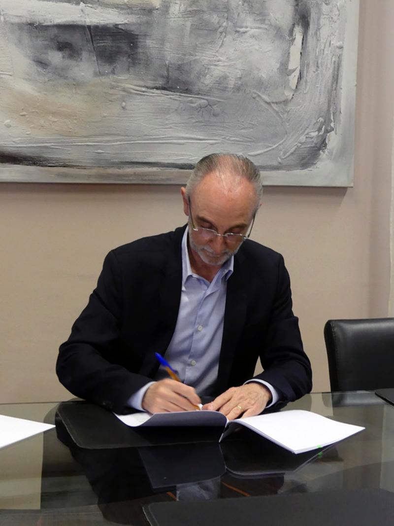 Foto 2 : La Fundació Unió Esportiva d'Olot signa un conveni amb la Diputació de Girona per a un projecte esportiu social, adaptat i inclusiu