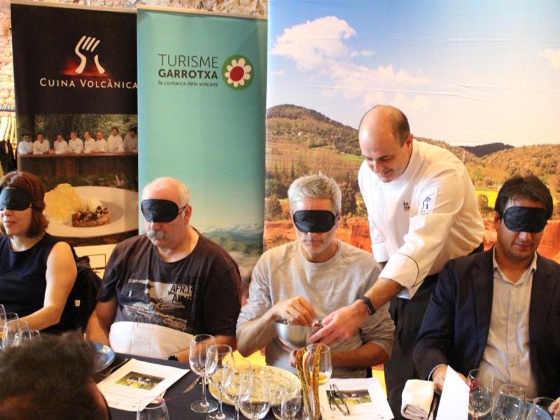 Foto 3 : <p>El Patronat de Turisme Costa Brava Girona, en la presentaci&oacute; dels 25 anys de Cuina Volc&agrave;nica</p>
