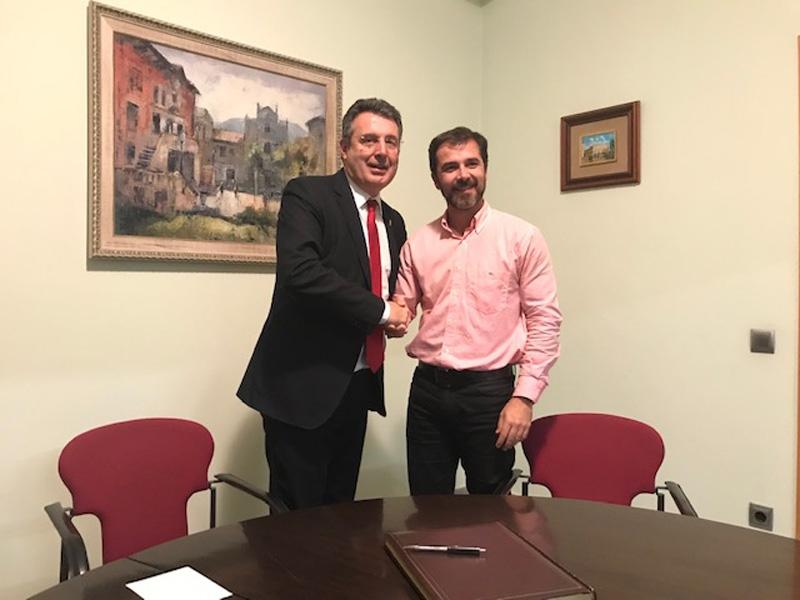 Foto 4: <p>El president de la Diputaci&oacute; es reuneix amb el Consell d&rsquo;Alcaldes i Alcaldesses del Ripoll&egrave;s</p>