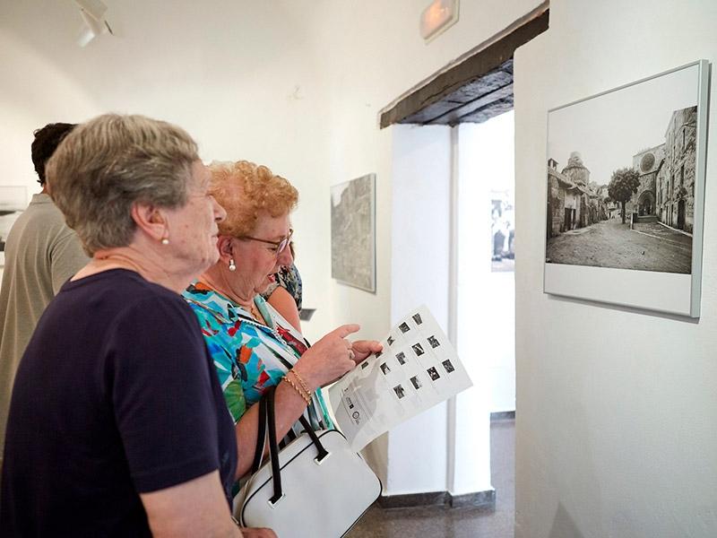 Foto 6: L'exposició «Valentí Fargnoli. El paisatge revelat» s'inaugura a Amer