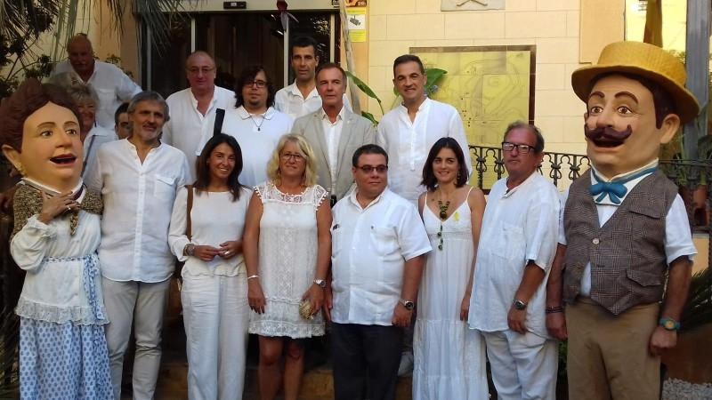 Foto 3 : La vicepresidenta Maria Puig assisteix a la inauguració de la XVI Fira d'Indians