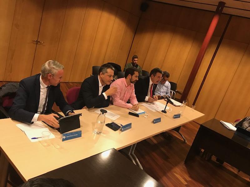 Foto 3 : <p>El president de la Diputaci&oacute; es reuneix amb el Consell d&rsquo;Alcaldes i Alcaldesses del Ripoll&egrave;s</p>