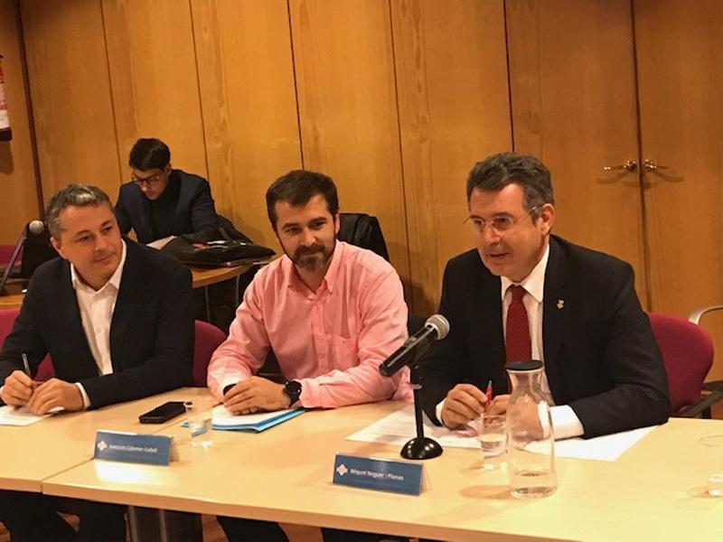 Foto 1 : <p>El president de la Diputaci&oacute; es reuneix amb el Consell d&rsquo;Alcaldes i Alcaldesses del Ripoll&egrave;s</p>