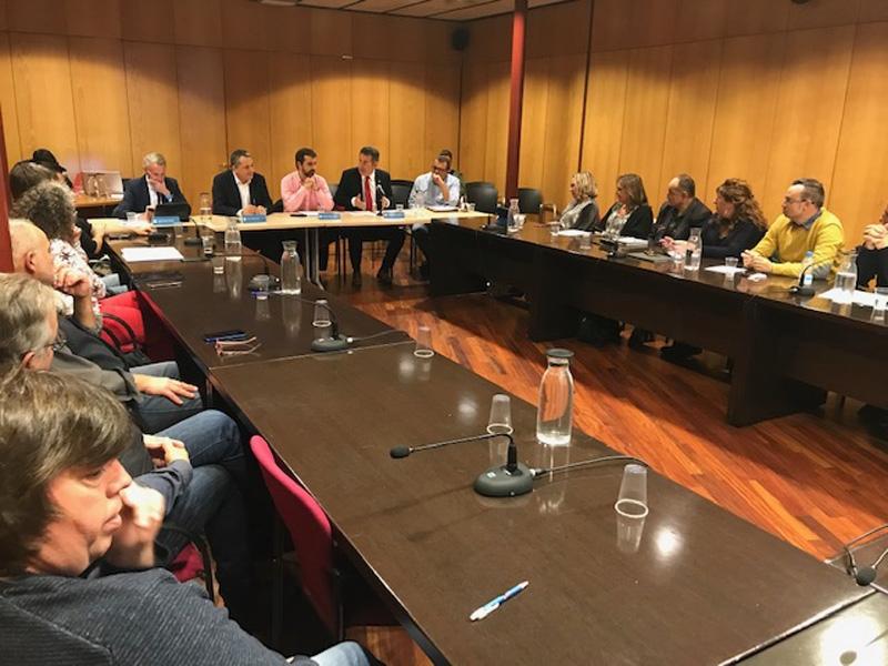 Foto 2 : <p>El president de la Diputaci&oacute; es reuneix amb el Consell d&rsquo;Alcaldes i Alcaldesses del Ripoll&egrave;s</p>